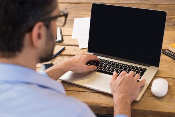 pantalla negra del ordenador portátil